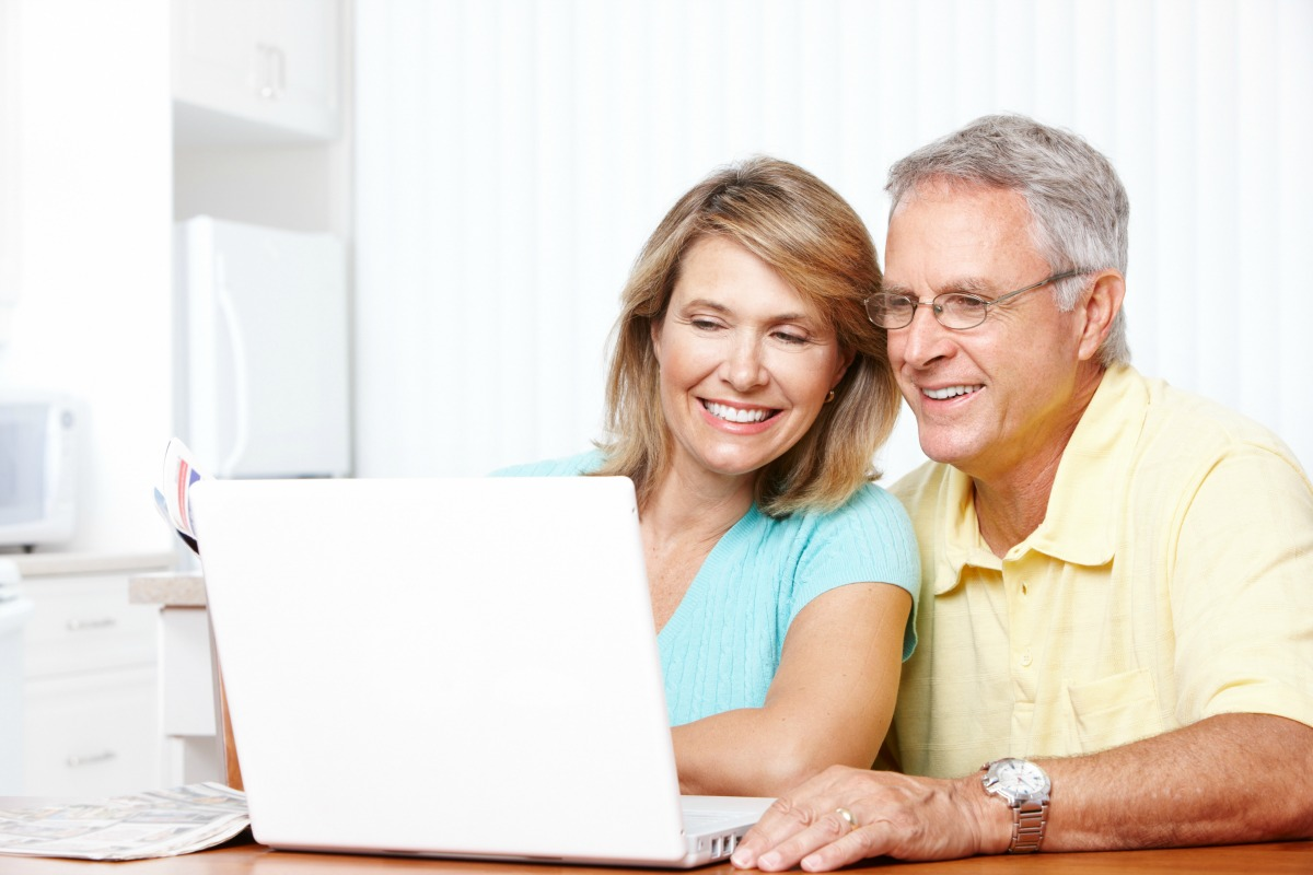 Senior-couple-working-online_Dollarphotoclub